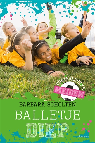 Voetbalgekke meiden: Balletje diep